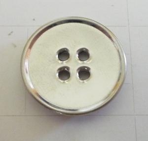 Knapp 4-håls 19mm Silver