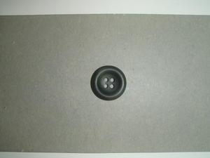 Knapp 4-håls 25.5mm fg. Gråbrun